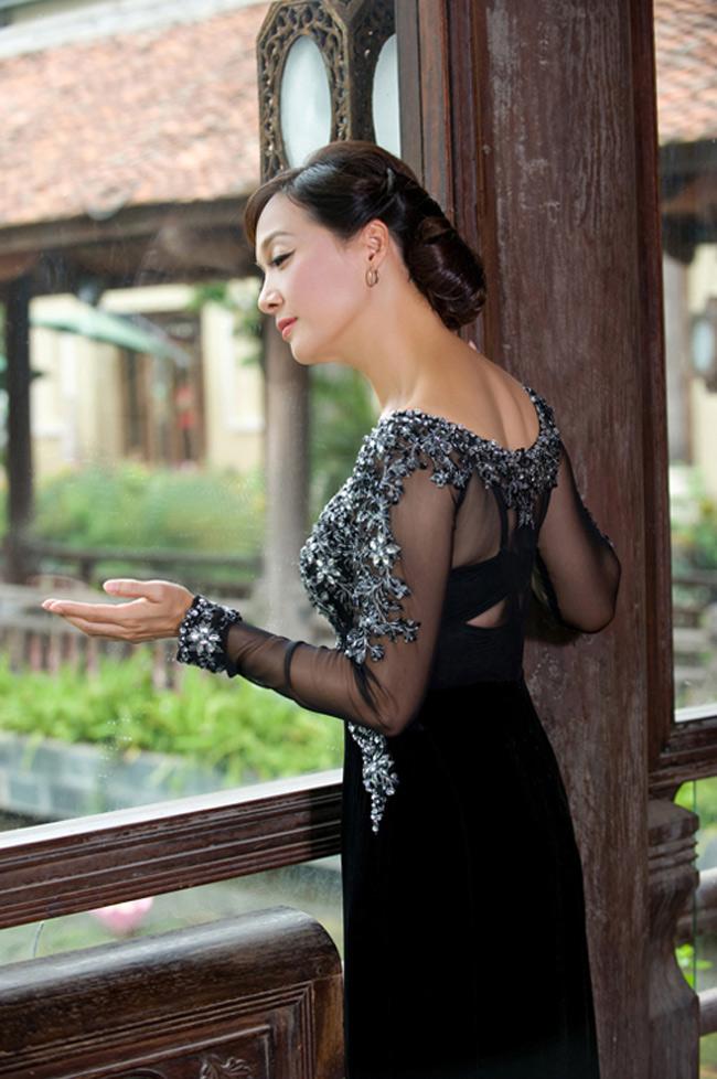 Lê Khanh thuộc lớp nghệ sỹ gạo cội của sân khấu kịch ViệtNam. Nhớ đến chị là nhớ về hình ảnh người đàn bà gốcHà Nội mặn mà, thanh lịch.