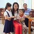 Làng sao - Phan Thị Mơ tặng quà cho người nghèo