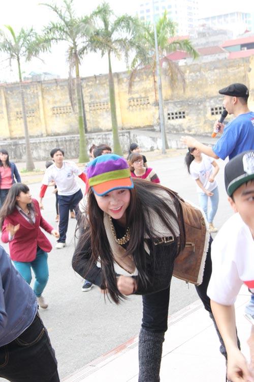 tra ngoc hang nhay flashmob cung gioi tre - 7