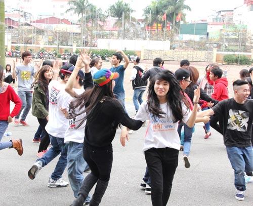 tra ngoc hang nhay flashmob cung gioi tre - 11
