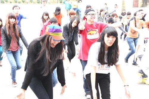 tra ngoc hang nhay flashmob cung gioi tre - 13