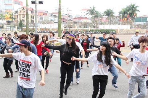 tra ngoc hang nhay flashmob cung gioi tre - 14