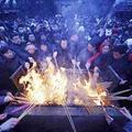 Tin tức - Cảnh hương khói nghi ngút đầu năm Tỵ