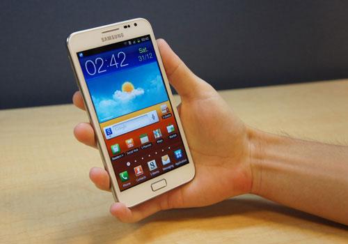 top 5 smartphone hang hieu man hinh sieu lon - 2