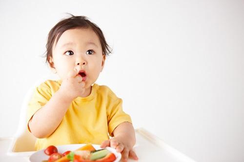 Mách mẹ chế độ dinh dưỡng cho bé sau khi cai sữa