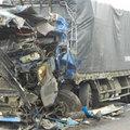 Tin tức - Xe tải, xe khách đấu đầu, 8 người bị thương