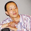 Nghệ sĩ hài Đức Hải: Hai tay cầm 3 bình sữa, thay tã như vú em-4