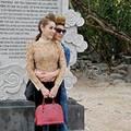 Làng sao - Bạn trai ôm eo Lâm Chi Khanh đầy tình cảm