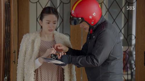 'thieu nu mu' song hye kyo cuon hut voi ao choang dat tien - 2