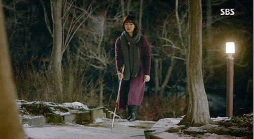 'thieu nu mu' song hye kyo cuon hut voi ao choang dat tien - 10