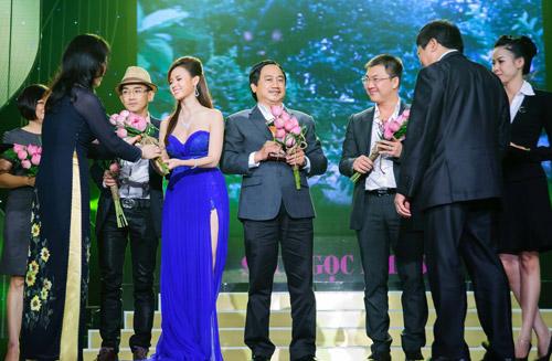 """canh dieu 2012: maya tu """"be cup"""" len nhan giai - 4"""