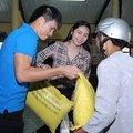 Làng sao - Thủy Tiên – Công Vinh giản dị đi từ thiện