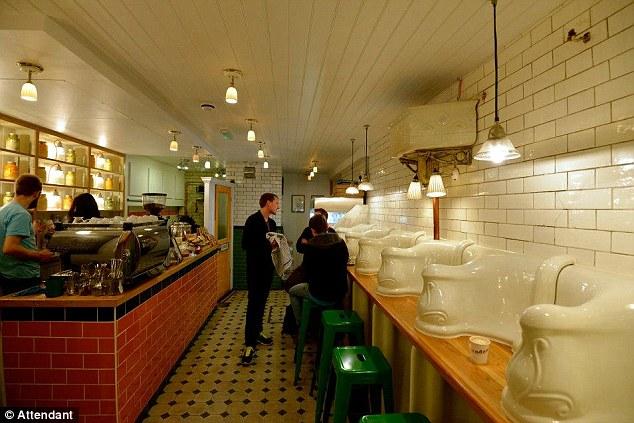 Toilet nam vụt hóa quán cafe hạng sang-2