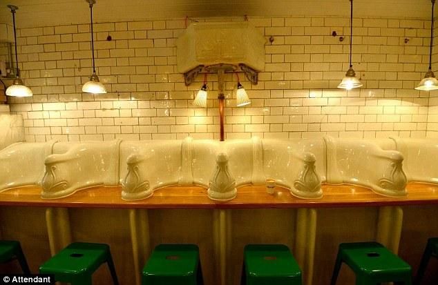 Toilet nam vụt hóa quán cafe hạng sang-6