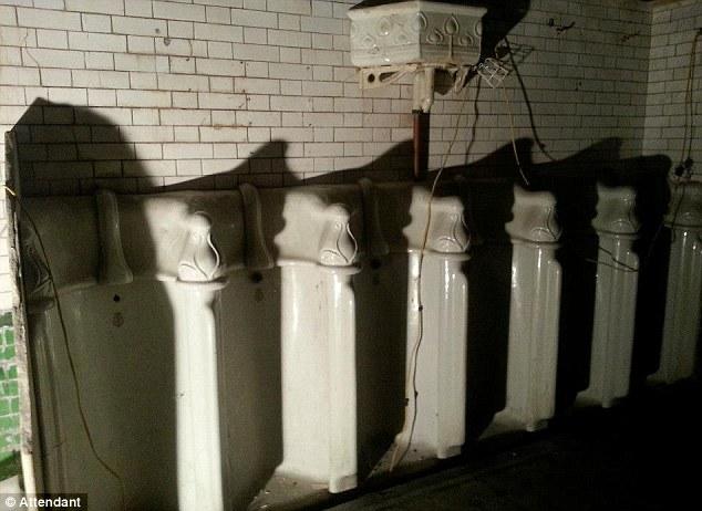 Toilet nam vụt hóa quán cafe hạng sang-7
