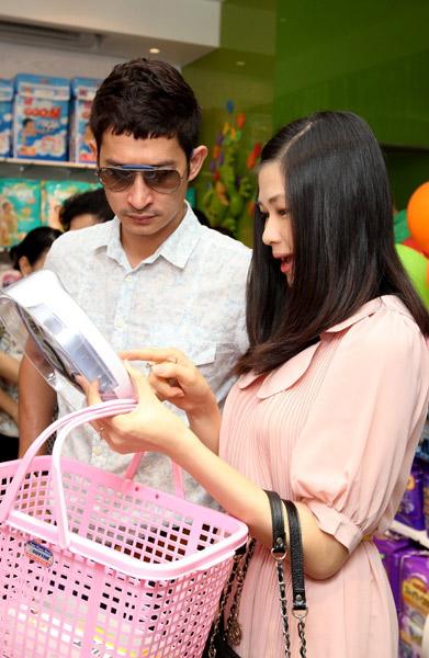 Huy Khánh: Không gặp ai cũng tán để vợ ghen-2