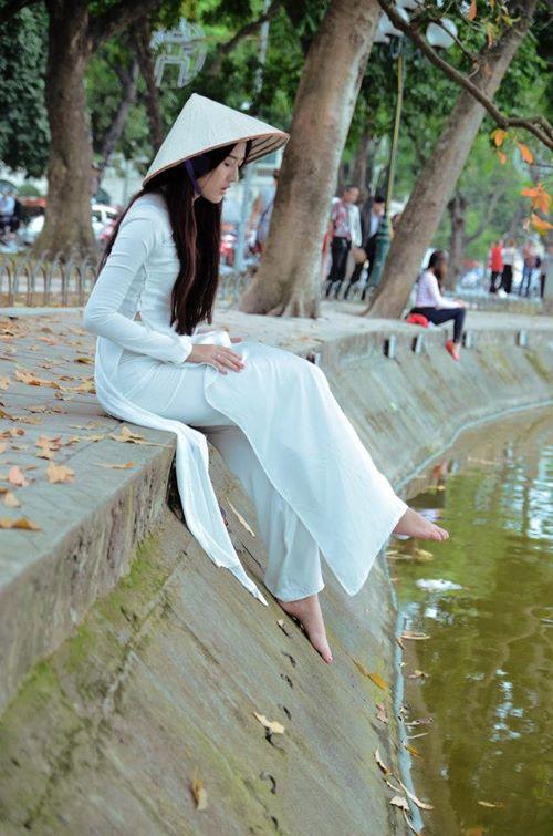 Ngắm hotgirl Hà Lade hóa nữ sinh Hà Nội xưa-10
