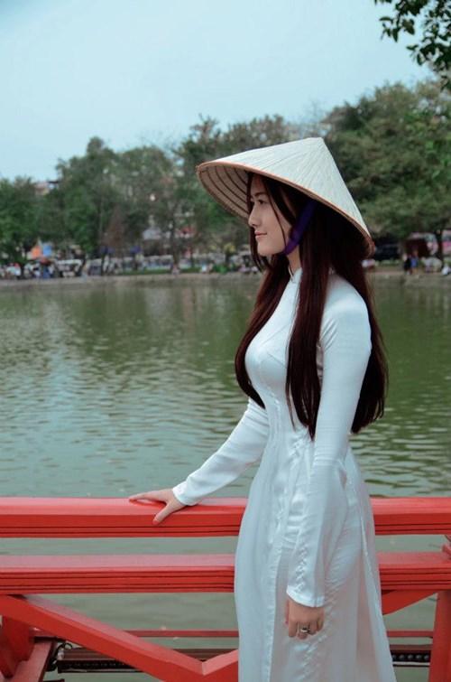Ngắm hotgirl Hà Lade hóa nữ sinh Hà Nội xưa-8