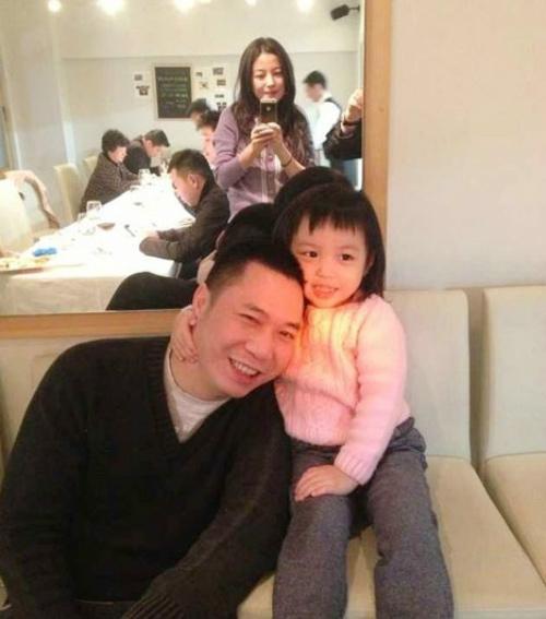 Hai bố con Huỳnh Tân mừng sinh nhật Triệu Vy-1