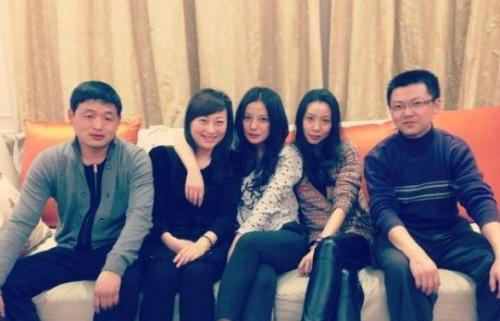 Hai bố con Huỳnh Tân mừng sinh nhật Triệu Vy-6