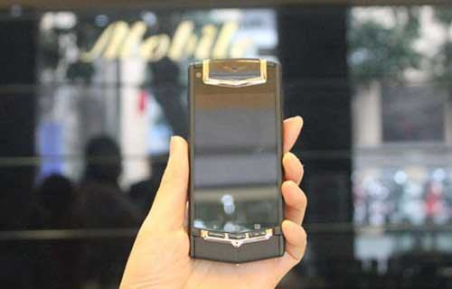 Smartphone đắt ngang ô tô về Việt Nam-1