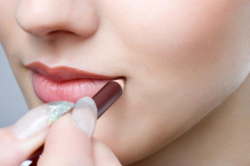 Thủ thuật để có bờ môi như Angelina Jolie-1
