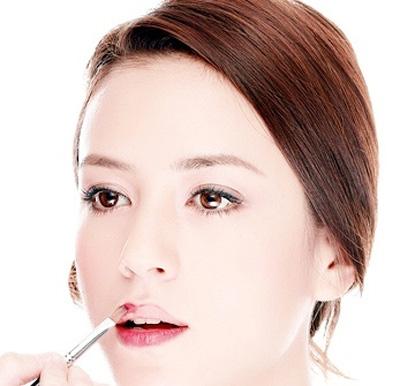 Thủ thuật để có bờ môi như Angelina Jolie-2