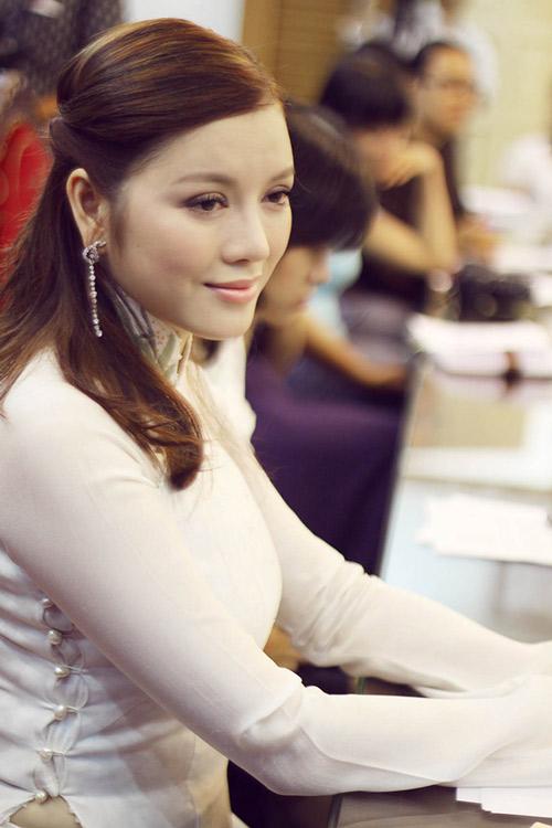 lan phuong chiu suc ep lon tu ly nha ky? - 2
