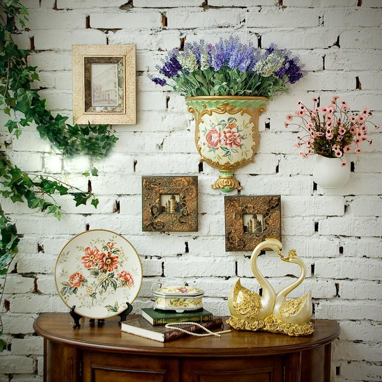 Hoa giả là sự lựa chọn tuyệt vời cho những cô nàng yêu cái đẹp, lãng mạn, nhưng lại... lười đi mua hoa.