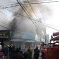 Tin tức - Cháy lớn hàng loạt cửa hàng cạnh TT Thương mại