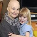 Làm mẹ - Xúc động: con cắt tóc cho mẹ ung thư