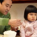 """Làm mẹ - 6 cảnh cho con ăn """"kinh điển"""" của mẹ Việt"""