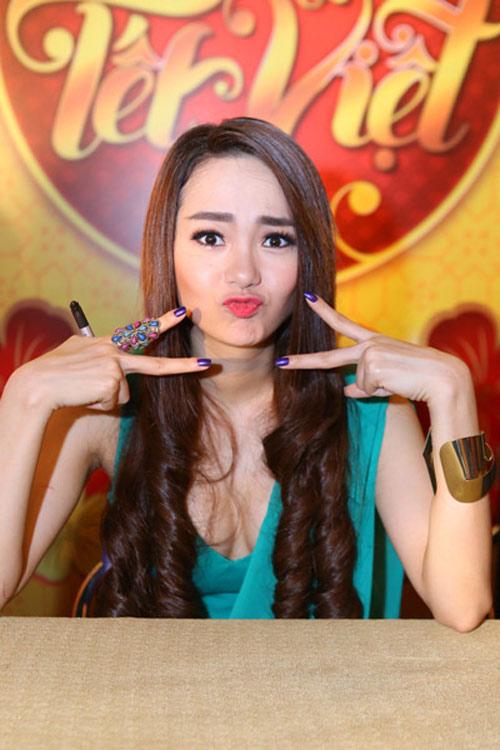 loat kieu nu showbiz thua xa huong giang idol - 15