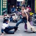 Tin tức - Thanh niên cầm kéo đâm người giữa phố bị ngáo đá?