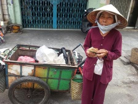 """chuyen """"la thuong"""" o mot quan com chay sai gon - 1"""