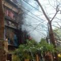 Tin tức - HN: Cháy khu tập thể, dân ôm đồ đạc tháo chạy
