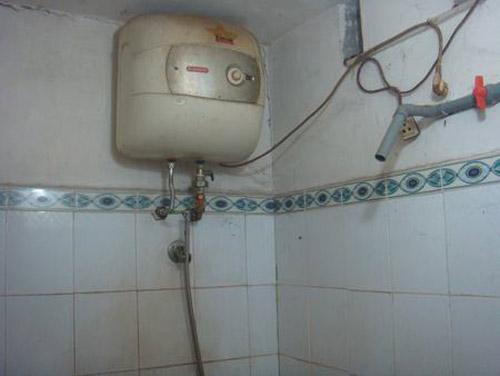 Hai bố con chết tức tưởi vì hở điện bình nóng lạnh - 3