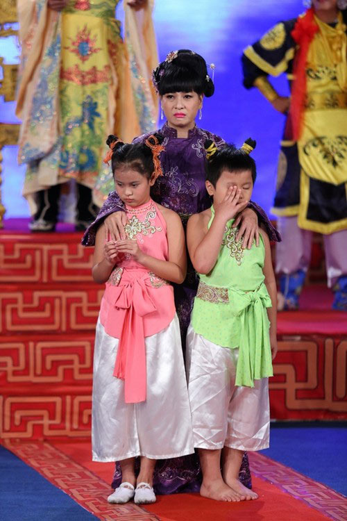 "cat phuong ""hanh ha"" tre em khong thuong tiec - 4"