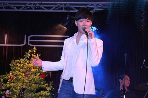 """nathan lee, thu minh cung """"no phat sung"""" dau nam moi - 1"""