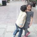 Làng sao - Con gái Thuý Hằng được bạn trai thơm má