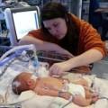 Làm mẹ - Cô bé được mổ TRONG tử cung vẫn sống