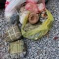 Tin tức - Chùm ảnh: Bánh chưng, giò chả... phủ kín bãi rác