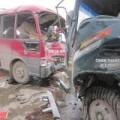 Tin tức - Xe khách đấu đầu xe tải, hàng chục người thương vong