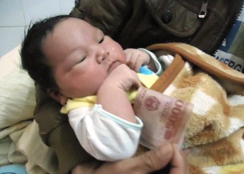thanh hoa: be trai so sinh nang 5,1kg - 1