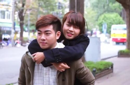Clip tình yêu chàng trai đưa báo và cô gái mù-4