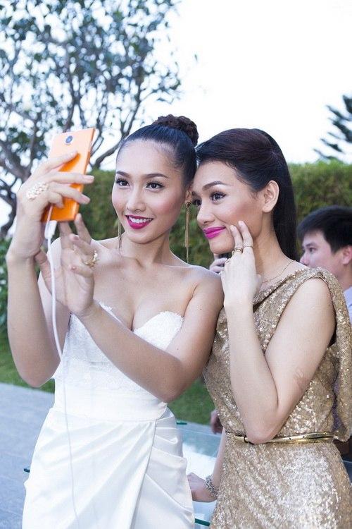 Siêu mẫu Khánh Ngọc sexy với váy xẻ sâu-13