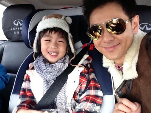 Lâm Chí Dĩnh khoe ảnh con trai mặc váy-4
