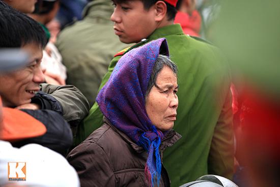 Đội mưa xem lễ hội chọi trâu đầu tiên tại Hà Nội-5