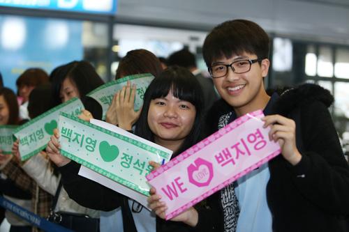 Baek Ji Young mệt mỏi tại sân bay Nội Bài - 4
