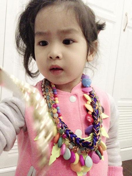Mê mệt nét dễ thương con gái Lưu Hương Giang - 2